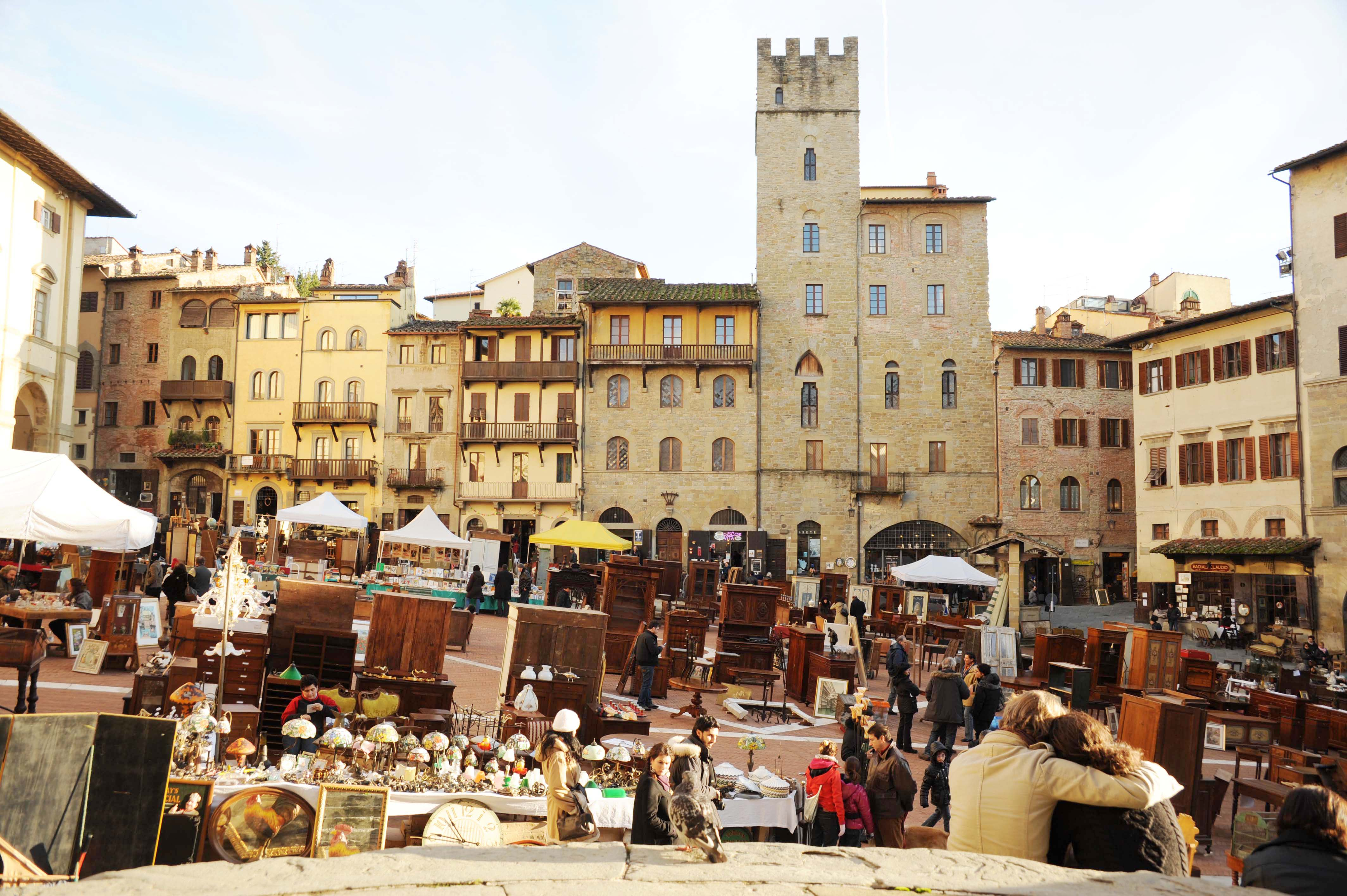 The antiques fair of arezzo holiday in tuscany for Arezzo mercatino